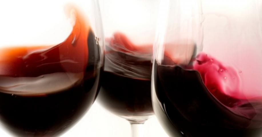 vino rosso bicchieri