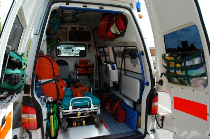 ambulanza interno attrezzature