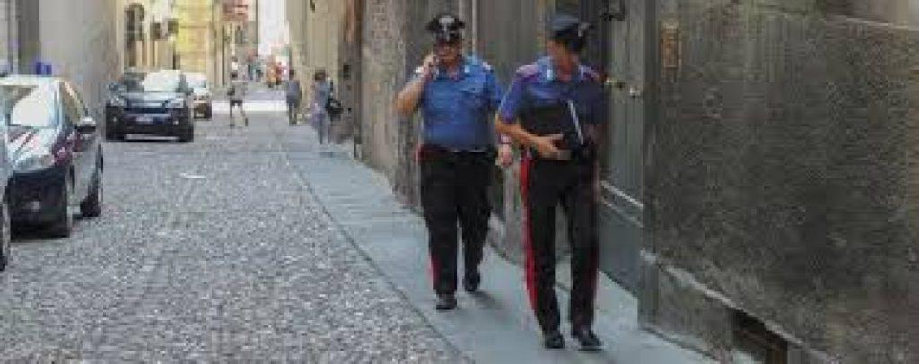 Carabinieri aggressione anziana