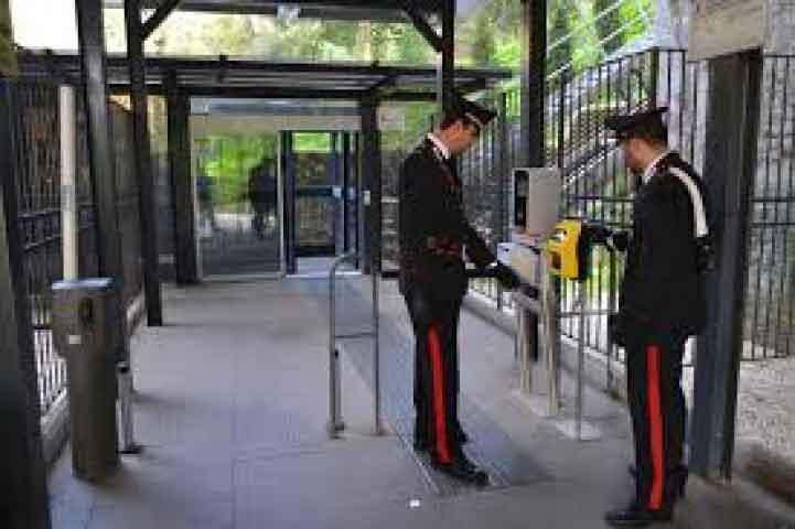 Carabinieri ascensore