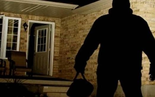 ladro svaligia casa