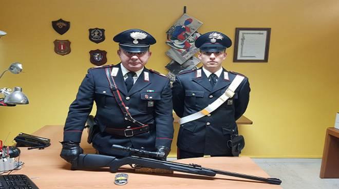 Carabinieri con carabina