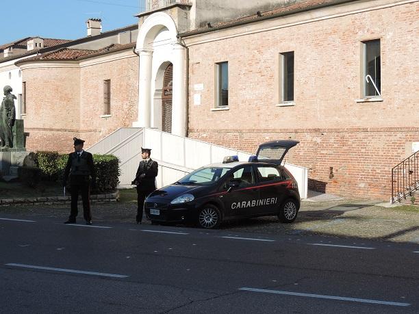 Carabinieri orzinuovi mitra