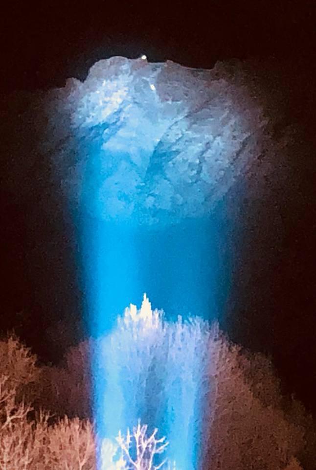 illuminazione croce blu gromo