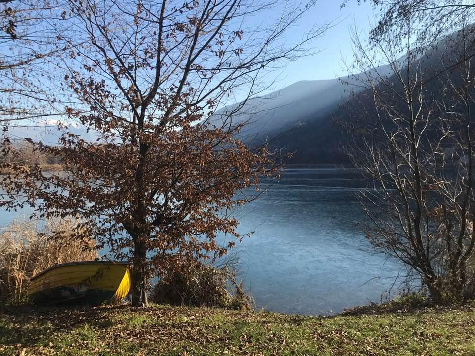 lago endine ghiacciato