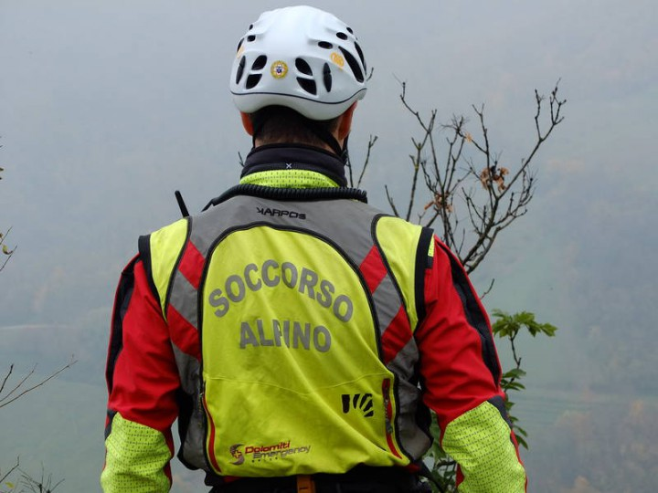 soccorso alpino ciclista oltre il colle
