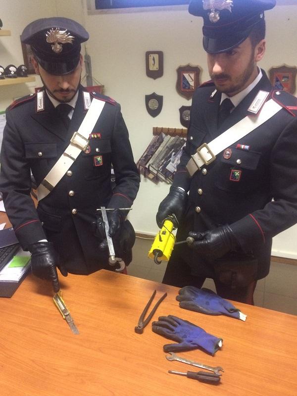 Carabinieri oggetti scasso 1