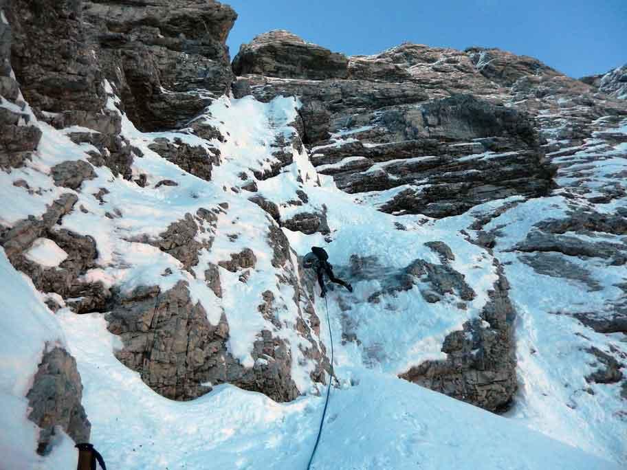 alpinisti precipitano concarena
