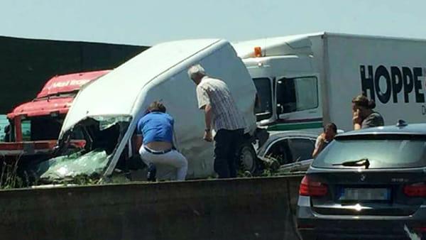 Incidente furgone a4