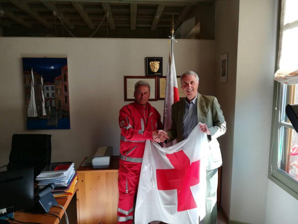 bandiera croce rossa sindaco