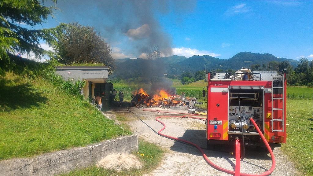 incendio materiali edili clusone