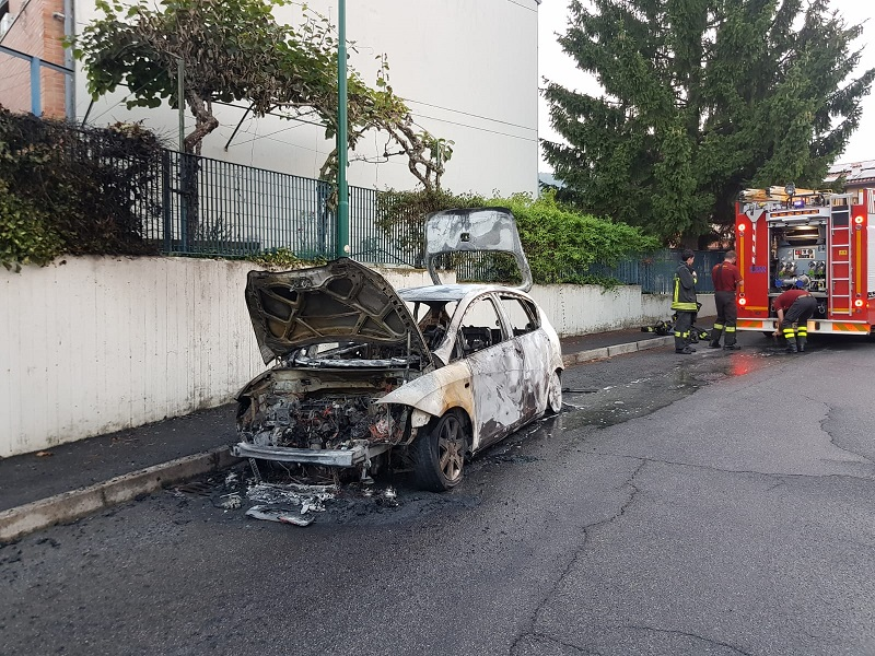 incendio auto scanzorosciate