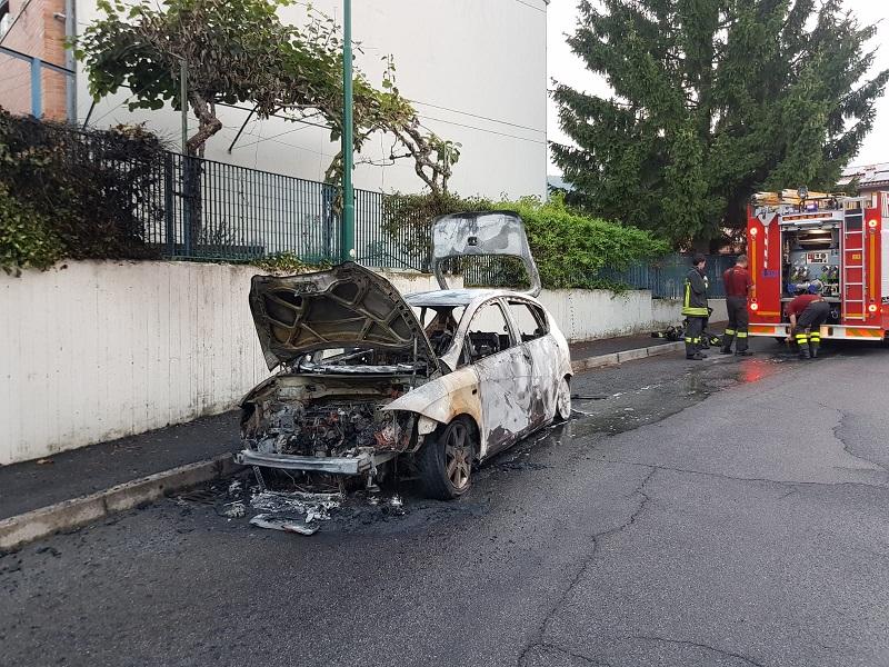 incendio auto scanzorosciate