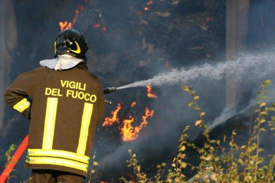 vigili-del-fuoco-in-azione.jpg
