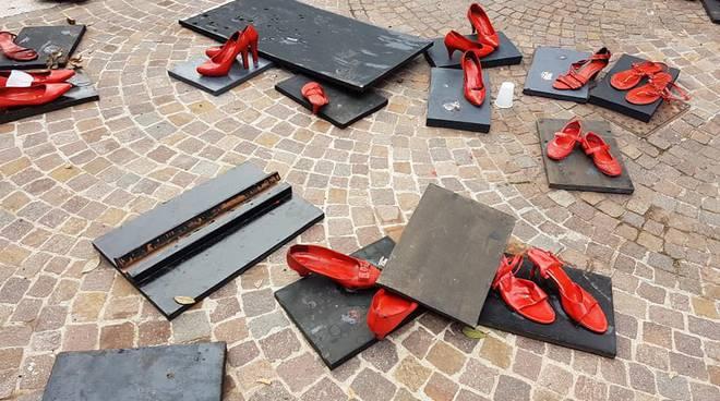 scarpette rosse vandali