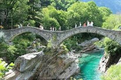 Ponte Tavernola.jpg