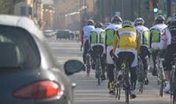 ciclisti in gruppo.jpg