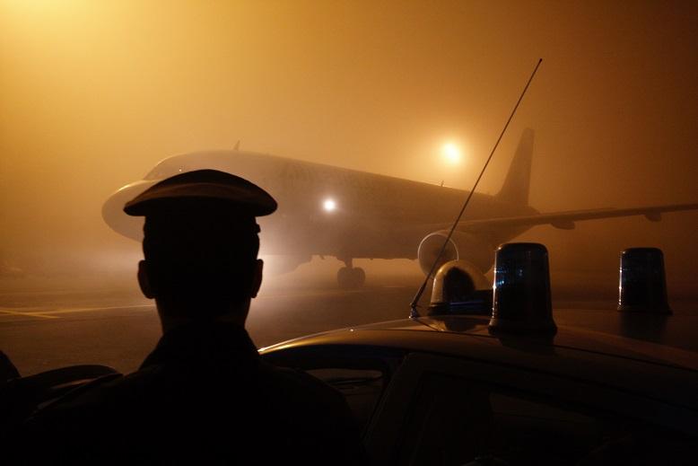 espulsione aereo polizia