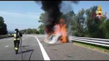 Mercedes in fiamme.jpg