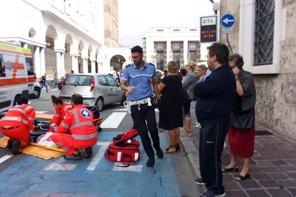 Investita in Piazza Vittoria