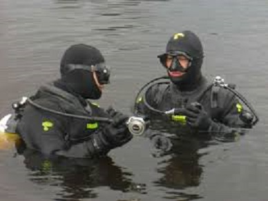 Carabinieri subacquei.jpg