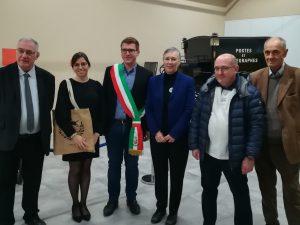 Dott.ssa Michela Giupponi Cattani il sindaco con la fascia Bruno Naditch la direttrice del museo Anne Nicolas e il presidente della SAMP 003