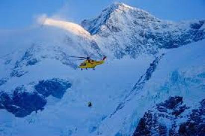 elicottero alpinisti ghiacciaio.jpg