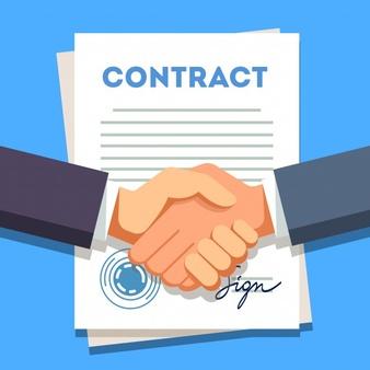 uomo d affari stringendo la mano su un contratto firmato 3446 646