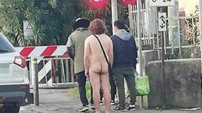 uomo nudo.jpg