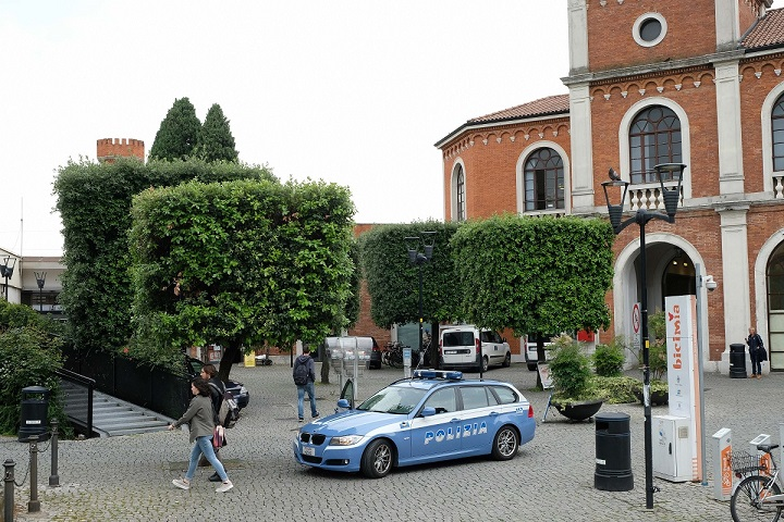 polizia stazione brescia