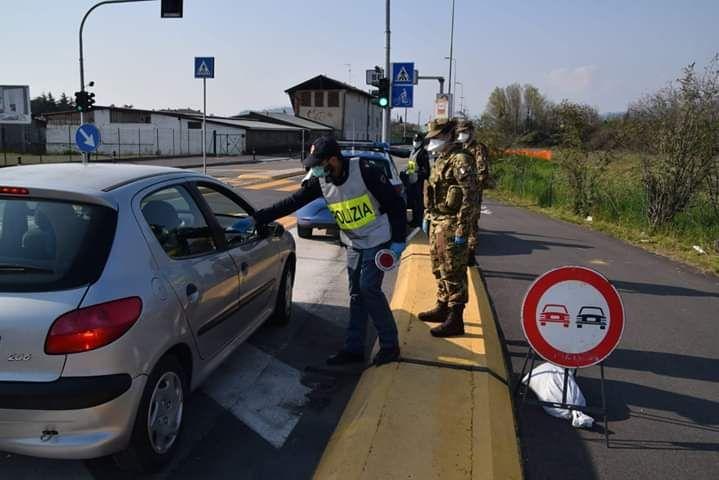 polizia ed esercito covid
