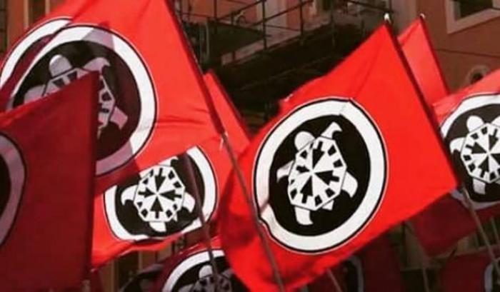 00051E8A bandiere di casapound