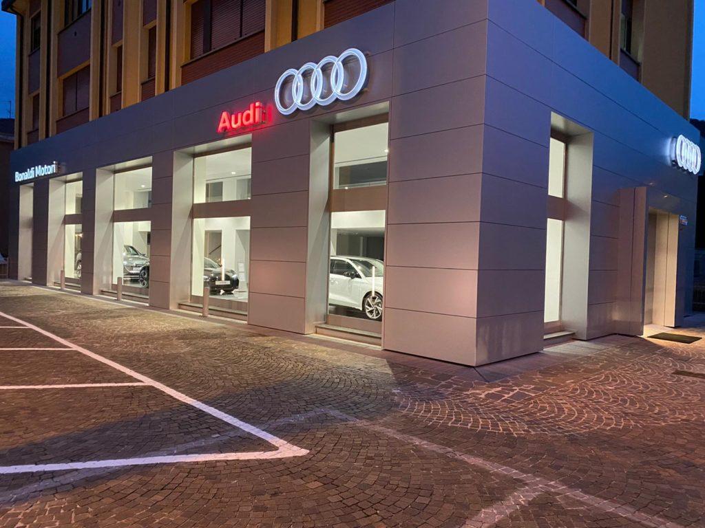 Bonaldi Gruppo Eurocar Italia Audi Garlate esterno notte