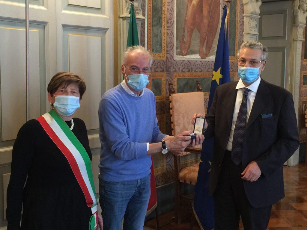 consegna medaglia donore sig. Alessandro Guido Fantoni 28ott2020