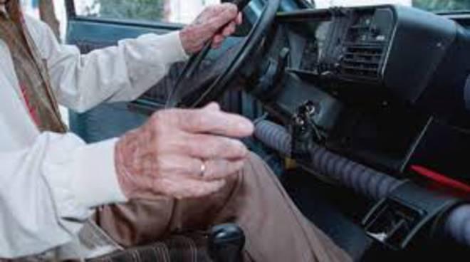 pensionato vecchio guida